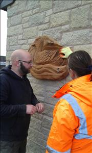 Rob and Lindsy putting up a carving near the car park.